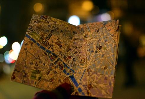 Paris 2013 346 map reading